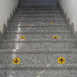 Adesivo de sinalização para chão